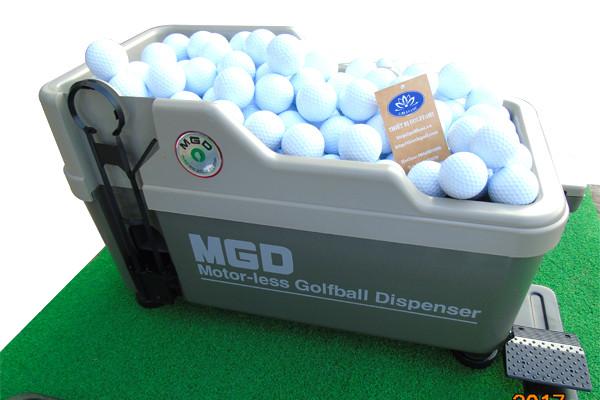 Bóng golf đựng trong máy