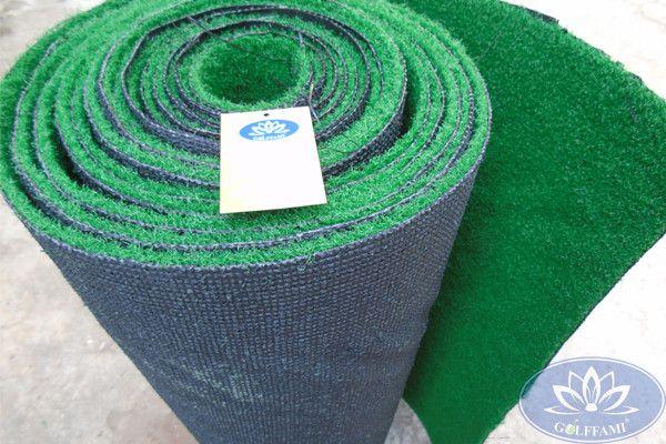 cuộn cỏ nhân tạo sân golf