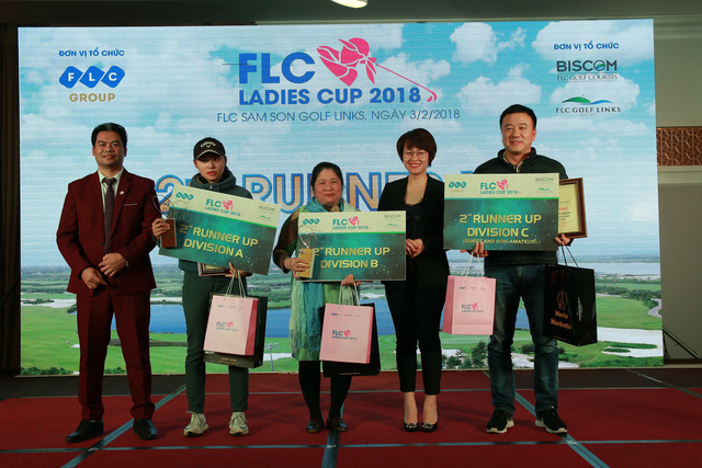 Trao giải cho một số golf thủ khác tại FLC Ladies Cup 2018
