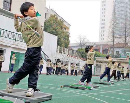 Cho trẻ học chơi golf từ nhỏ ở Trung Quốc