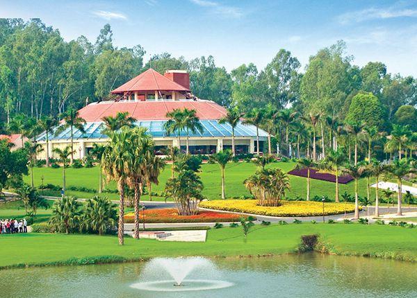 Nhà câu lạc bộ tại sân golf Đồng Mô