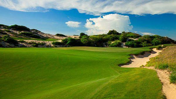 Vẻ đẹp của sân golf Hồ Tràm