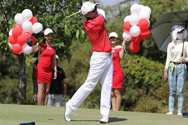Đóng golf hơn 500 triệu đồng vào giải golf từ thiện