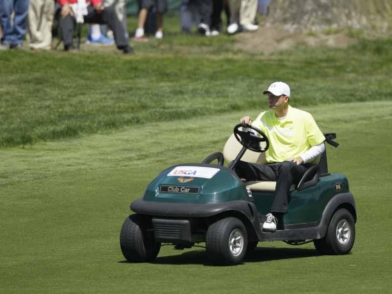 Trong quá khứ Casey Martin cũng được đặc cách sử dụng xe điện tại giải PGA Championship
