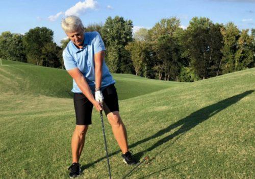 Bí quyết chinh phục bóng golf trên địa hình dốc